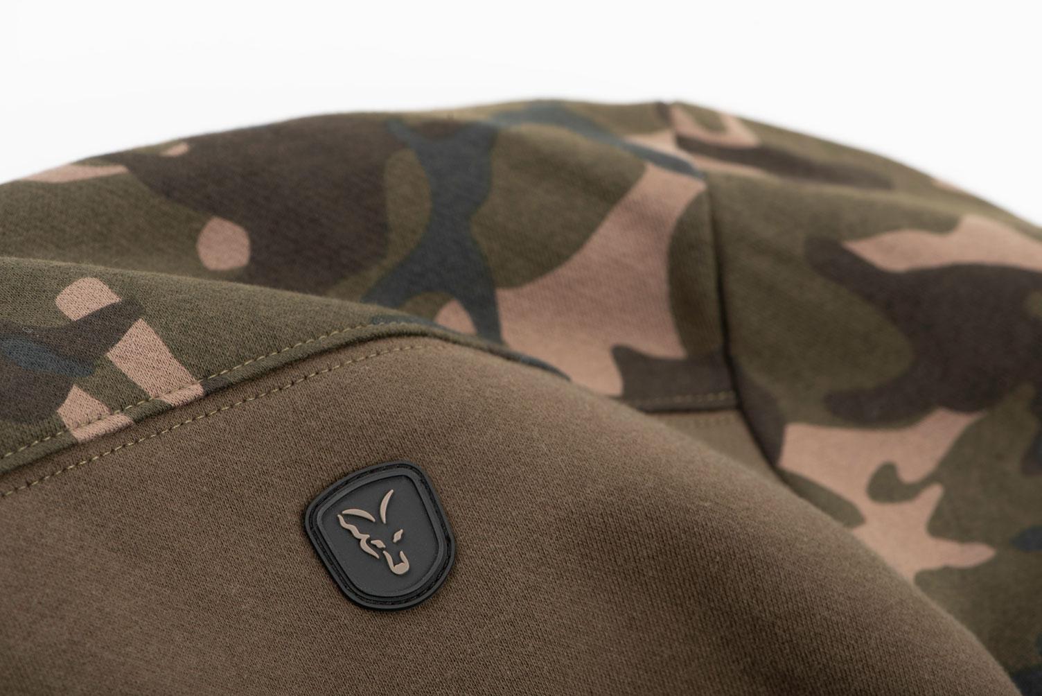 khaki_camo_hoodie_logo_detailjpg