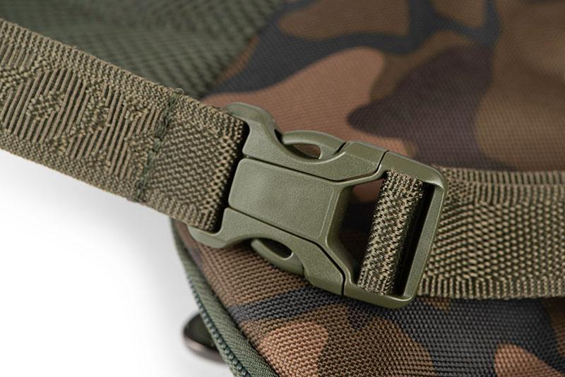 clu438_fox_camolite_shoulder_bag_padded_buckle_detailjpg