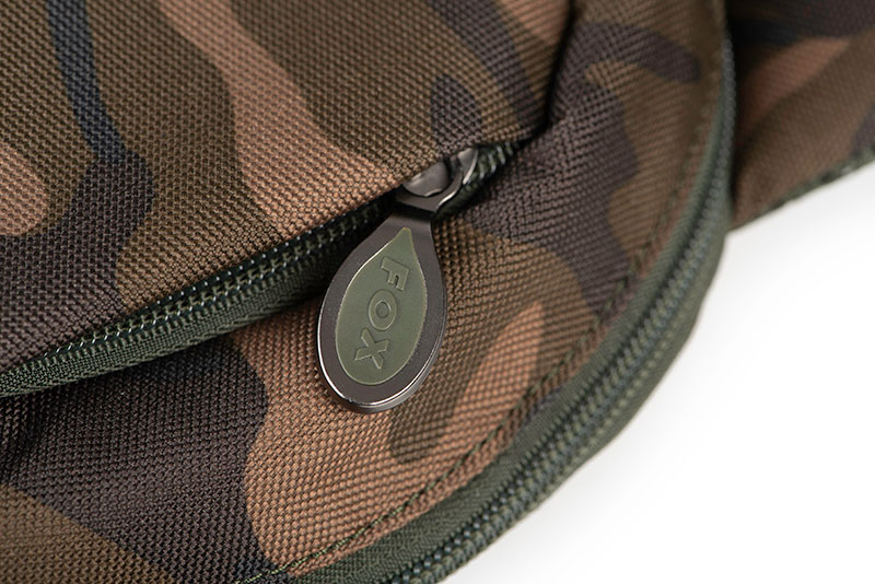 clu438_fox_camolite_shoulder_bag_zip_detail_1jpg