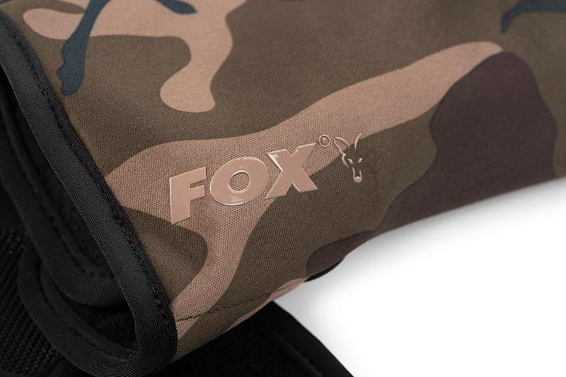 cfx125_127_fox_camo_thermal_gloves_logo_detailjpg