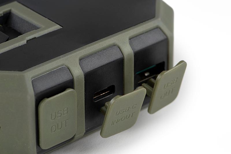 cei211_fox_halo_wireless_power_pack_27k_usb_ports_open_detailjpg