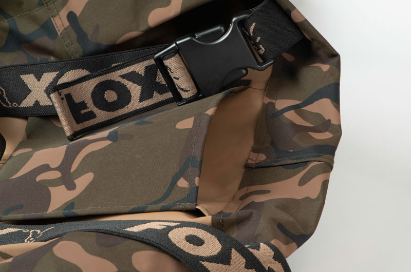 camo_waders_pocket_detailjpg