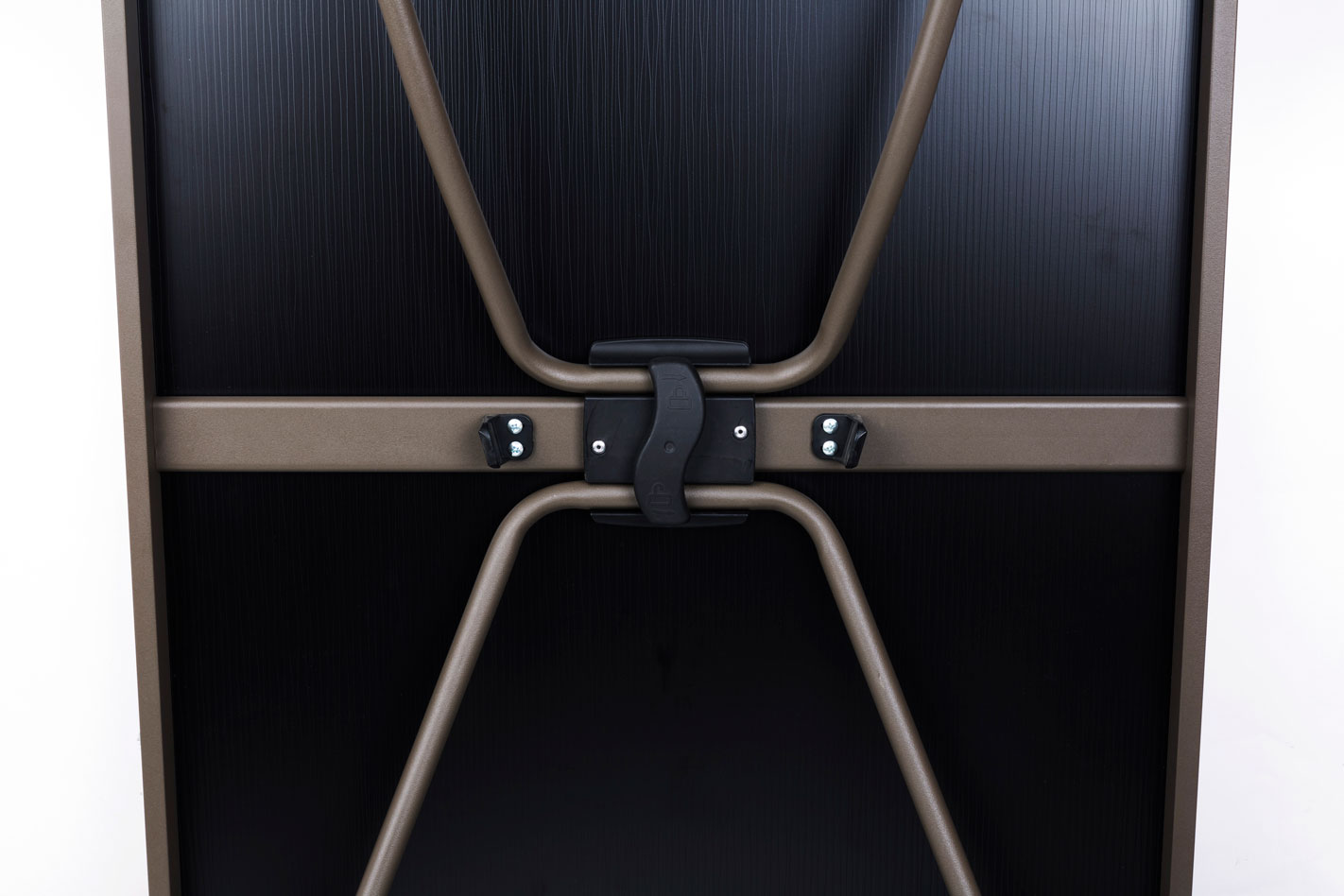 xxl-session-table_main_locked-legsgif