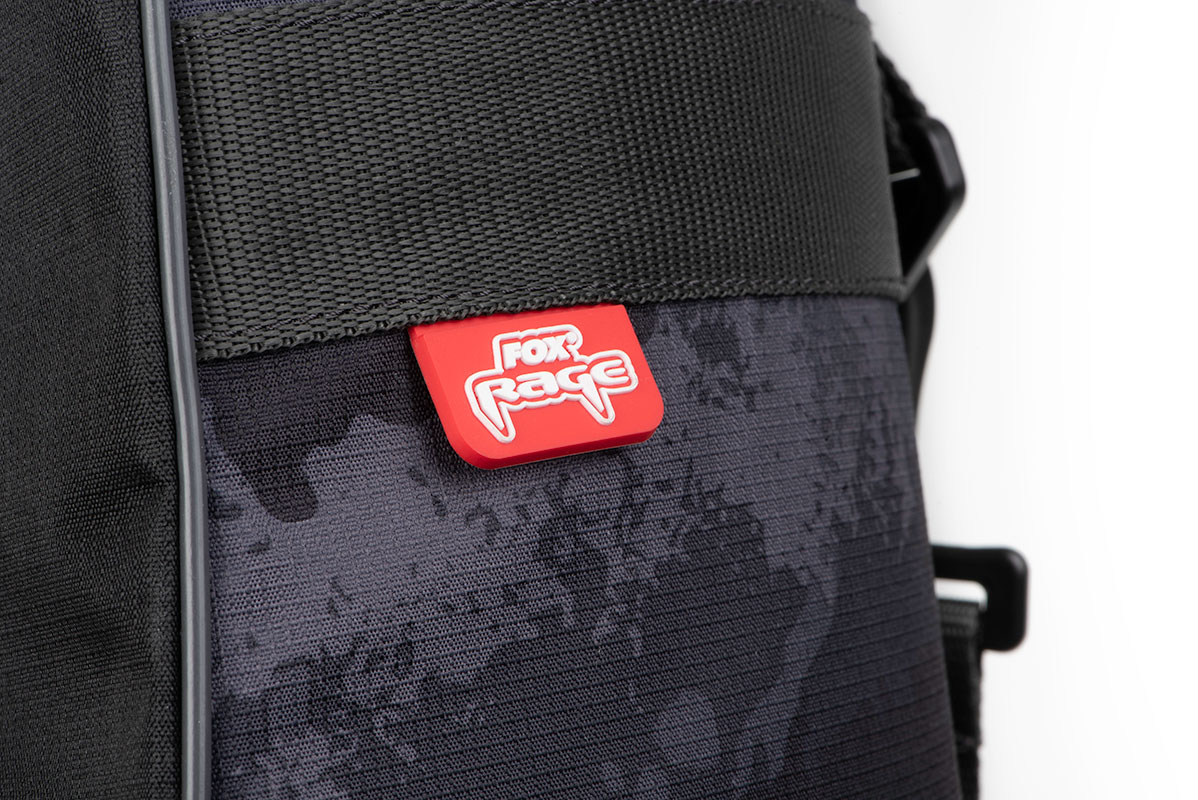 rage_voyager_rod_bag_rubber_badge_detailjpg