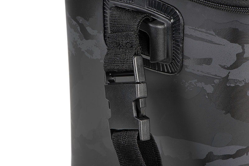 nlu082_rage_large_camo_welded_bag_strap_buckle_detailjpg