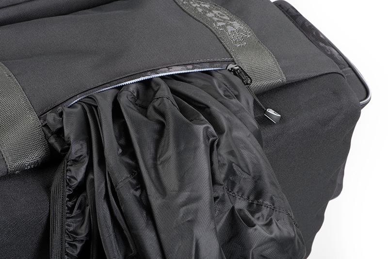 nlu090_rage_voyager_camo_carryall_large_rain_cover_pocket_detail_2jpg