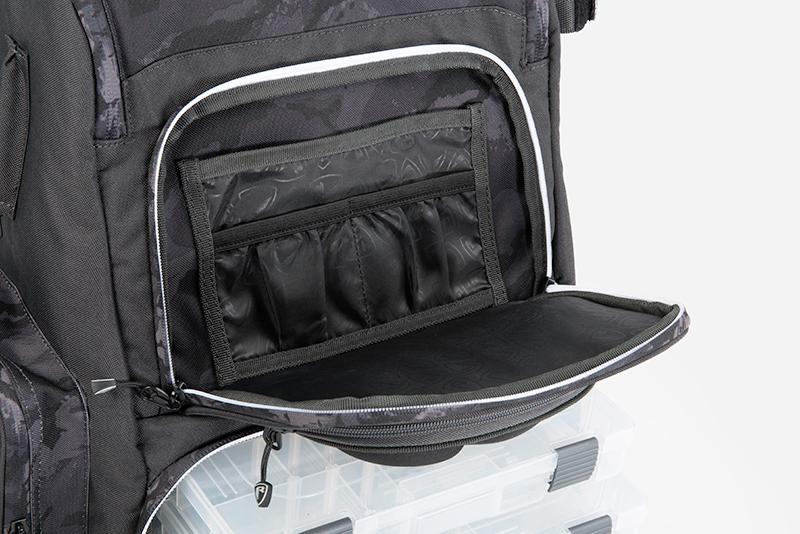 nlu088_rage_voyager_camo_rucksack_back_pocket_detailjpg