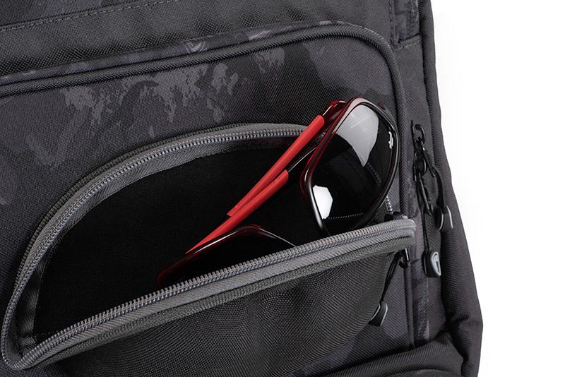 nlu088_rage_voyager_camo_rucksack_sunglasses_pocket_detailjpg