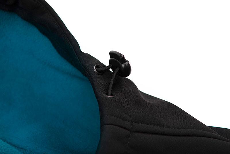 qpr027_032_salmo_soft_shell_jacket_hood_toggle_detailjpg